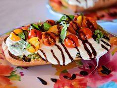 Pizza Recipes, Vegetarian Recipes, Yummy Recipes, Salad Recipes, Dinner Recipes, Food Network Recipes, Food Processor Recipes, Caprese Pizza, Pizza Pizza