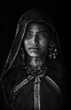 India | Rabari girl © Mitchell Kanashkevich