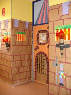 This site is in Spanish, but the pictures are excellent. The hallways are covered with butcher paper and look like castle walls. Castle Classroom, Chateau Moyen Age, Activities For Kids, Crafts For Kids, Cardboard Castle, Classroom Decor Themes, Dragon Party, Château Fort, Butcher Paper