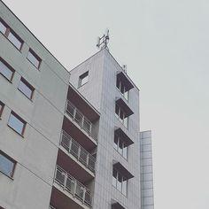 Warszawa Grochów -  Budynek przy Rondzie Wiatraczna / architecture detail #wydobywamokolice #imurbiminer Skyscraper, Multi Story Building, Skyscrapers