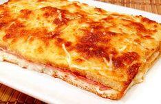 """Este estupendo pastel de jamón y queso gratinado es una comida sabrosa y sencilla de elaborar. Todo el mundo y grandes y pequeños disfrutarán por igual de este pastel. Además es un """"snack"""" perfecto porque su parecido con la empanada hace que podamos comerlo fuera y dentro de casa. Necesitas solo"""