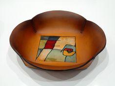 Cuenco cuero y seda natural, colaboración con Camila Velvet. Leather, bowl, handmade.