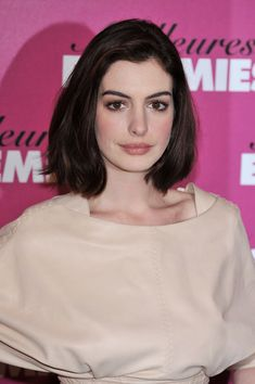 """Anne Hathaway Actress Anne Hathaway attends a photocall for """"Bride Wars"""" at Hotel George V on  January 19, 2009 in Paris.  (Photo by Pascal Le Segretain/Getty Images) *** Local Caption *** Anne Hathaway"""