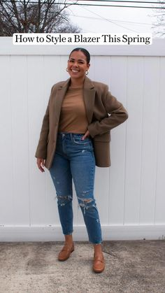 professional work attire Work Attire Women, Casual Work Attire, Casual Fall Outfits, Casual Chic, Jeans Outfit For Work, Cute Outfits With Jeans, Business Casual Jeans, Blue Jean Outfits, Blazer Outfits
