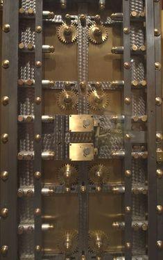Bank vault door at the National Postal Museum. Cool Doors, Unique Doors, Big Doors, Door Lock System, Antique Safe, Safe Door, Safe Vault, Vault Doors, Man Projects