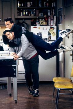 This is what I want to do to my friends when they go back to the same stupid boy in their life. Friends Tv Show, Tv: Friends, Serie Friends, Friends Scenes, Friends Episodes, Friends Cast, Friends Moments, Friends Forever, Funny Friends