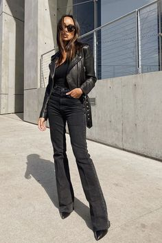 The Denim Trend Women Ages 21 to 55 Are Favoring in Lieu of Skinny Jeans High Waisted Flares, Zara, Love Jeans, All Black Outfit, Black Outfits, Denim Trends, Polished Look, High Jeans, Beautiful Outfits