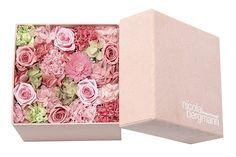 ニコライ バーグマン、母の日を祝う特別なフラワーボックス「アメイジング ママ」限定発売の写真3 How To Preserve Flowers, Flower Boxes, Flower Arrangements, Valentines Day, Green, Gifts, Design, Valentines Diy, Flowers