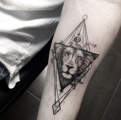 2017 trend Geometric Tattoo - Best Geometric Tattoo - Lion Tattoo incontournables | Tatouage lion Aquarelle de...