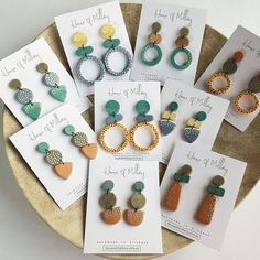 Rough, green gemstone jewelry for every day or May birthstone jewelry. Polymer Clay Crafts, Polymer Clay Earrings, Diy Earrings, Fancy Earrings, Gold Earrings, Birthstone Jewelry, Gemstone Jewelry, Diamond Jewelry, Jewelry Crafts