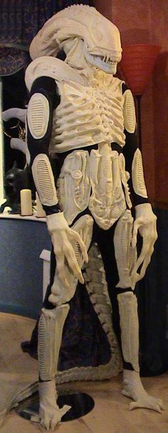 Building an Aliens Costume Predator Mask, Alien Vs Predator, Alien Cosplay, Cosplay Costumes, Xenomorph Types, Xenomorph Costume, Giger Alien, Giger Art, Alien Design