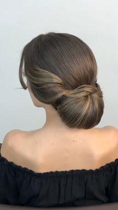 Romantic Hairstyles, Bride Hairstyles, Layered Haircuts For Medium Hair, Vintage Hair Salons, Girl Hair Dos, Hair Cutting Techniques, Hair Upstyles, Balayage Hair, Textured Hair