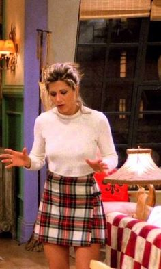 rachel green jennifer aniston friends looks trend fashion style Rachel Green Outfits Aniston fashion Friends Green Jennifer Rachel style trend Tartan Skirt Outfit, Green Skirt Outfits, Green Plaid Skirt, Turtleneck Outfit Winter, Cropped Sweater Outfit, Green Turtleneck, Sweater Outfits, Rachel Green Outfits, Style Rachel Green