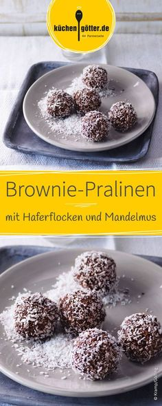 Brownie-Pralinen mit Haferflocken und Mandelmus A sophisticated no-bake recipe that's easy and simple to prepare. The vegan brownie chocolates are made from oatmeal, almond paste and delicious cocoa powder and are simply delicious! Healthy Brownies, Vegan Brownie, No Bake Brownies, Brownie Recipes, Raw Food Recipes, Baking Recipes, Dessert Recipes, Party Desserts, Almond Paste