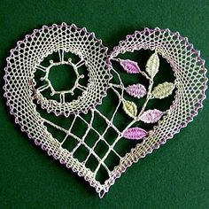 Just in time for Valentine's Day - look at this beautiful bobbin lace heart! Freeform Crochet, Crochet Motif, Irish Crochet, Crochet Designs, Crochet Doilies, Crochet Flowers, Crochet Lace, Crochet Patterns, Crochet Hearts