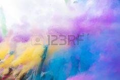Le festival de Holi, l'Inde, la couleur poudre jet