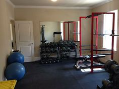 Well equipped bedroom gym, complete with stall mat flooring #bedroom gym