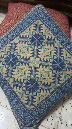Cross Stitching, Cross Stitch Embroidery, Embroidery Patterns, Hand Embroidery, Cross Stitch Pillow, Cross Stitch Boards, Cross Stitch Designs, Cross Stitch Patterns, Cushion Inspiration
