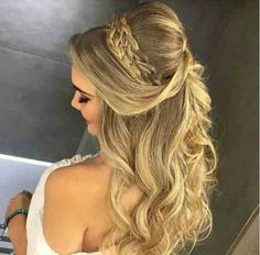 Pretty Half up half down hairstyles – partial updo wedding hairstyle Half up half down wedding hairstyles,partial updo bridal hairstyles - a great options for the modern bride from flowy bohemian to clean contemporary Prom Hair Medium, Medium Hair Styles, Curly Hair Styles, Down Hairstyles, Braided Hairstyles, Wedding Hairstyles, Hairstyles 2018, Prom Hair Updo Elegant, Bridesmaid Hair Half Up