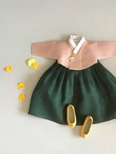 [Flower] 플로라 피오나 - 아보한복 Korean Traditional Dress, Traditional Dresses, Toddler Girl Dresses, Little Girl Dresses, Girly Outfits, Kids Outfits, Hanbok Wedding, Modern Hanbok, Doll Clothes Patterns