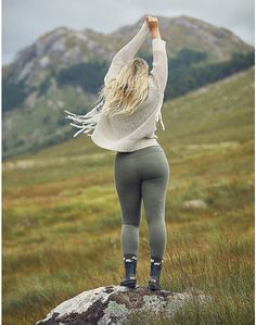 Aerie Chill Legging <br> You spoke. We listened, updated & obsessed over our basic Chill leggings to make them the. Now even more CHILL in our Feel Comfy everyday stretch cotton fabric. Legging Outfits, Sexy Leggings Outfit, Outfit Essentials, Yoga Pants Girls, Girls Jeans, Sexy Jeans, Cute Things Girls Do, Sexy Outfits, Cute Outfits