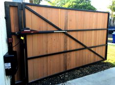 We specialize in custom wood fences and gates in Santa Monica, Manhattan Beach, Beverly Hills, Los Angeles areas. If you need a driveway gate, fence or wall topper give us a call. Electric Driveway Gates, Driveway Fence, Modern Driveway, Driveway Entrance, Wooden Driveway Gates, Wooden Electric Gates, Carport Patio, Fence Gates, Driveway Ideas