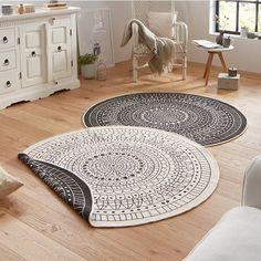 Maak jouw tuin óf kamer nog mooier met een vloerkleed Twin Kring - Zwart/Creme! Met aan beide kanten een uniek design past een vloerkleed Twin in ieder huis.