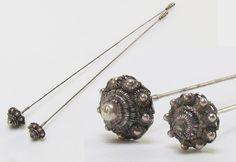 Online veilinghuis Catawiki: Zeeuwse zilveren hoedenspelden - 2 stuks