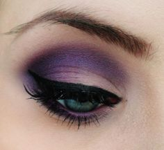 For this i used some old shadows, and some new ones.. If you have a purple with blue in it(i used a mix of a old Isadora shadow and Parfait Amour from MAC), you will come along way with that.. But you vil also need a redish purple (i used Plum Dressing from MAC). And [...]