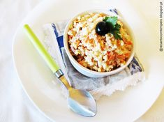 Imagem Couscous, Coco, Oatmeal, Breakfast, Portobello, Carrot Cake, Finger Food Recipes, Tasty Food Recipes, Flavored Olive Oil