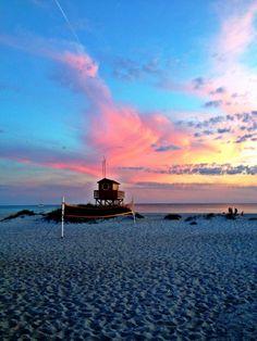 Skanör beach! Travel Around The World, Around The Worlds, Amazing Architecture, Places Ive Been, Sweden, To Go, Coast, Bucket, Spaces