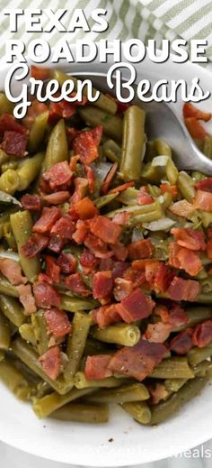Texas Roadhouse Green Beans with bacon is an easy and delicious side dish your family will love! - Texas Roadhouse Green Beans are an easy and delicious side dish! Made with a handful of ingredients - Side Dishes For Chicken, Veggie Side Dishes, Healthy Side Dishes, Vegetable Sides, Side Dishes Easy, Side Dish Recipes, Food Dishes, Side Dishes Green Beans, Side Dishes With Steak