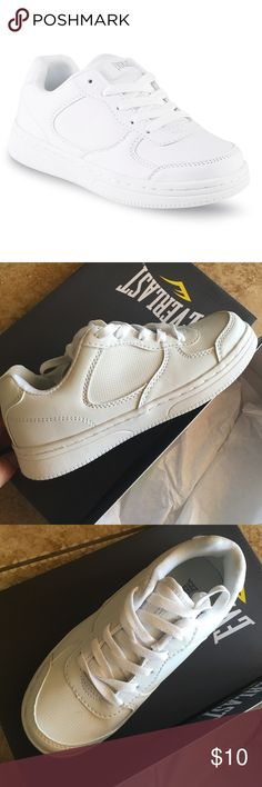 Everlast Magic Boy's shoes These boy's Magic athletic shoes from Everlast are ideal for any kind of casual look he wants. The solid white design features a breathable mesh lining that pairs with perforated panels to help keep his feet cool and dry whether he's in gym class or out on the playground with friends. Lace up Padded collar Cushioned tongue Synthetic leather upper Mesh lining Round toe Cushioned footbed Rubber midsole Rubber outsole Perforated panels. NWT. SIZE 3-Med Everlast Shoes…