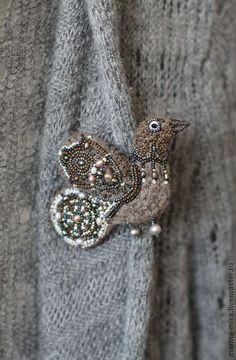 Fatti a mano spilla.  Fiera Masters - di feltro a mano serie uccello spilla foresta incantata .. a mano.