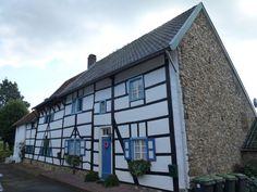 Old restored farmhouse in Camerig (The Netherlands) / Vakwerkhuisje in Camerig