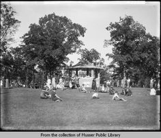Weed Park Bandstand, Muscatine, 1925, Oscar Grossheim photo