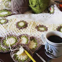 memnu_orgu:- Bu hafta yarım kalan battaniyemi bitirmeye çalışıyorum.sağlıklı iyi güzel bir hafta olsun have a nice week good day   #memnu_orgu#knitting#crochet#handmade#crochetaddict#blanket#instababy#baby#babyblanket#yarn#crochetblanket#instacool#instagood#instance#love#like#cool#motif#pinterest#nakoiplikleri#instagram#instacrochet#häkeln#benimörgüm#nakoileörüyorum#nakoiplikleri#crochetshawl