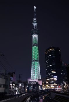 Tokyo Skytree, Tokyo Night, Japanese Landscape, Antoni Gaudi, Night City, Tokyo Japan, Japanese Culture, Empire State Building, Places To Travel
