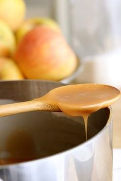 Salted Caramel Sauce - Caramel Apples with Simple Homemade Salted Caramel Sauce - Easy! Salted Caramel Brownies, Salted Caramel Sauce, Caramel Apples, Caramel Treats, Fall Desserts, Delicious Desserts, Dessert Recipes, Yummy Food, Party Recipes