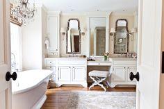 Туалетный столик в ванной