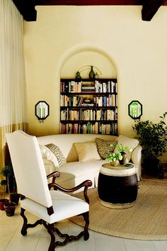 Nice arched niche w/rounded edges, cream furnishings - Traditional Home