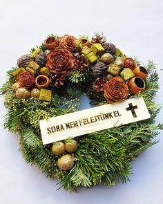 Halottak napjára - Tóth György alkotásai | A VIRÁGKÖTÉSZET Christmas Wreaths, Holiday Decor, Home Decor, Christmas Swags, Room Decor, Home Interior Design, Decoration Home, Christmas Garlands, Advent Wreaths