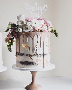 "Saadia-Canberra Cake Designer on Instagram: ""Evelina Joy 💕. Blooms @flowersfromthegardencbr  Topper @camellaandco . . . . . . . . . #cake #cakecake #cakecakecake #canberracakes…"" Mini Wedding Cakes, Amazing Wedding Cakes, Amazing Cakes, Beautiful Cake Designs, Beautiful Cakes, Retirement Party Cakes, Hen Party Cakes, 50th Cake, Rustic Birthday"