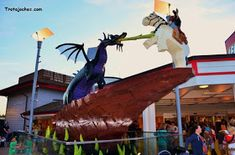 Guía para organizar un viaje a Walt Disney World Orlando.   Trotajoches Viaje A Disney Orlando, Statue Of Liberty, Walt Disney, Travel Tips, Outdoor Decor, Blog, Useful Tips, Entrance Halls, Hotels