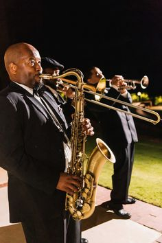 Jazz Band Playing at Southern Wedding | Photography: Vue Photography. Read More: http://www.insideweddings.com/weddings/a-wedding-planners-personalized-celebration-at-a-historic-mansion/824/