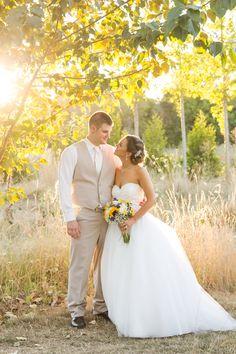 Sunny and bright sunflower barn wedding venue near Salem Oregon. Green Villa