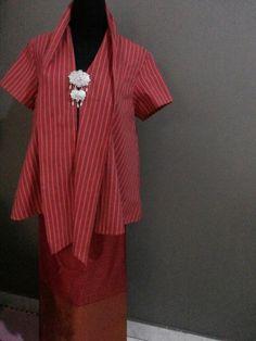 Kebaya kutu baru motif lurik Blouse Batik, Batik Dress, Kimono, Batik Kebaya, Kebaya Dress, Batik Fashion, Ethnic Fashion, Model Kebaya, Asian Fabric