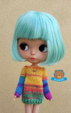 Suéter de mohair de arco iris para Neo Blythe. Esta lista es para el amarillo que se puede ver en la foto Nº 4 y Nº 5. La púrpura se encuentra en otra