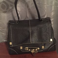 Jessica Simpson purse Jessica Simpson purse only carried once! Perfect condition! Jessica Simpson Bags Shoulder Bags