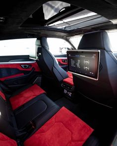 #Lamborghini #Urus _ ©@platinum_carrental